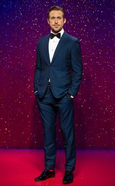 Wait a minute. The actor's new ridiculously handsome wax figure almost had us fooled as the real thing! Ryan Gosling - Madame Tussaud's Wax figure from The Big Picture Ryan Gosling Suit, Ryan Gosling Movies, Ryan Gosling Style, Teen Choice Awards, Rachel Mcadams, Bradley Cooper, Bruno Mars, Blake Lively, Beyonce