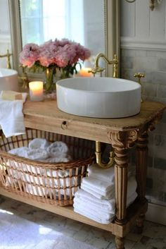 French Decor for Bathroom Beautiful French Cottage Bathroom Favorites In 2017 French Country Cottage Country Style Bathrooms, French Country Bedrooms, French Country Living Room, French Country Cottage, Country Farmhouse Decor, Chic Bathrooms, French Country Style, Country Style Homes, Shabby Cottage