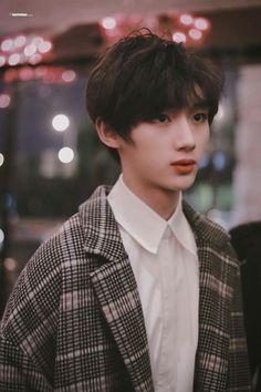 Cute Asian Guys, Cute Korean Boys, Asian Boys, Cute Boys, Korean Boys Ulzzang, Ulzzang Boy, Profile Pictures Instagram, Pink Images, Boy Idols