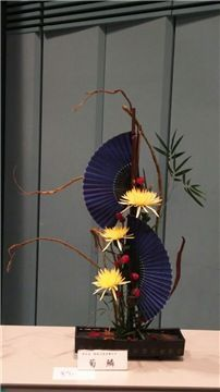 Types of Houseplant Bugs and Methods to Check Their Infestation Ikebana Arrangement Contemporary Flower Arrangements, Creative Flower Arrangements, Tropical Flower Arrangements, Ikebana Arrangements, Ikebana Flower Arrangement, Art Floral, Deco Floral, Japanese Flowers, Japanese Art