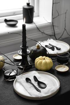 Elegantly creepy Halloween table