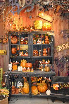 Spooky Hollow Lane: Halloween Hutch