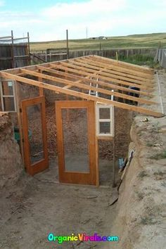 For Less Than Half The Cost Of An Iphone, You Can Build An Underground Greenhouse - Trend Greenhouse Gardening 2019 Cheap Greenhouse, Backyard Greenhouse, Greenhouse Plans, Greenhouse Wedding, Homemade Greenhouse, Greenhouse Vegetables, Pallet Greenhouse, Greenhouse Cover, Underground Greenhouse