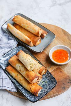 Vietnamese loempia's - Zonder frituur! - Lekker en Simpel Dutch Recipes, Meat Recipes, Asian Recipes, Cooking Recipes, Love Food, A Food, Food And Drink, Happy Foods, Party Snacks