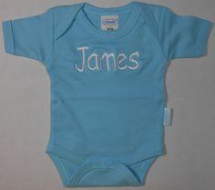 rompertje lichtblauw met naam http://www.borduurkoning.nl/shop/baby_textiel/rompertje