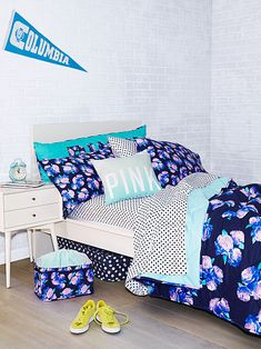 Reversible Comforter PINK i want everything on this picture EXCEPT the storage and towel and washcloth stuff