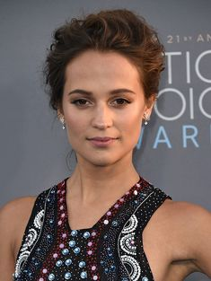 alicia-vikander-critics-choice-awards-2016-beauty