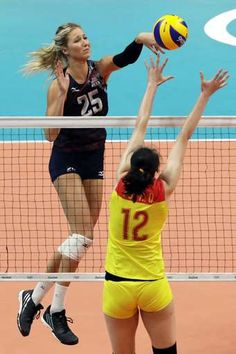 Top-ranked US women's volleyball team goes unbeaten in group:   August 14, 2016  -    United States' Karsta Lowe (25) spikes the ball as China's Hui Ruoqi defends during a women's preliminary volleyball match at the 2016 Summer Olympics in Rio de Janeiro, Brazil, Sunday, Aug. 14, 2016. (AP Photo/Matt Rourke)