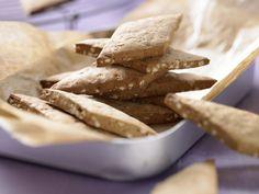 Pfefferkuchen - (Grundrezept) - smarter - Kalorien: 258 Kcal - Zeit: 45 Min. | eatsmarter.de Selbstgemachte Pfefferkuchen stecken gekauft locker in die Tasche.