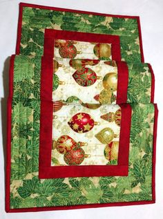 Christmas Quilted Table Runner Red Green and Cream Metallic Wedding Gift Elegant Quilt Decor Hostess Gift Quiltsy Handmade by CactusPenguin on Etsy Christmas Runner, Christmas Placemats, Christmas Sewing, Christmas Crafts, Christmas Decorations, Holiday Decor, Christmas Quilting, Christmas Christmas, Christmas Table Runners