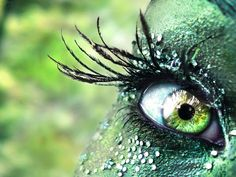 Green Fairy Fantasy Makeup wow, how long do you think this takes? Makeup Wallpaper, Wallpaper Free, Eyes Wallpaper, Green Wallpaper, Calendar Wallpaper, Forest Wallpaper, Wallpaper Gallery, Fairy Make-up, Green Fairy