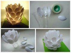 zelf een lampje maken van plastic lepeltjes...erg leuk!