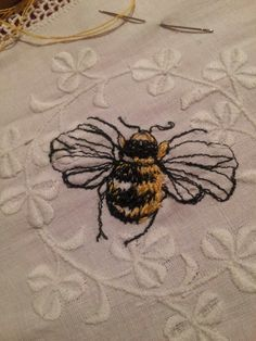 Bee Embroidery, Cross Stitch Embroidery, Embroidery Patterns, Machine Embroidery, I Love Bees, Bee Jewelry, Bee Art, Bee Happy, Bees Knees