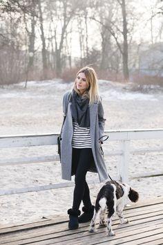 """bag / torebka – Tallinder    sweatshirt / bluza w paski – COS    cashmere scarf / szal z kaszmiru – MINOU Cashmere    grey jacket / szary płaszcz – MLE Collection    shoes / buty – Emu, model """"mini"""""""