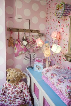 Arboretto - lovely mix - polka dots and floral wall paper - claradeparis.com ♥