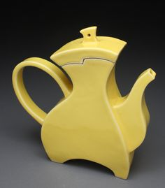 Jeff Pender - Yellow Aminated Bauhaus Teapot JeffPenderCeramics on Etsy Pottery Teapots, Teapots And Cups, Ceramic Teapots, Slab Pottery, Ceramic Pottery, Ceramic Art, Bauhaus, Yellow Teapot, Teapot Cake