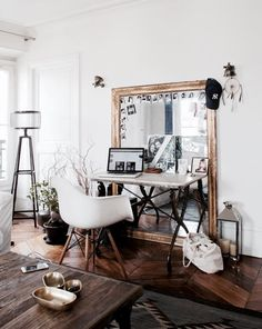 Desk style // workspace// home office // how to incorporate mirrors in your office