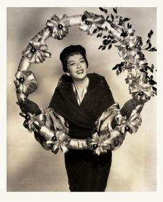 Season's Greetings from Rosalind Russell/Auntie Mame Old Hollywood Glamour, Golden Age Of Hollywood, Vintage Hollywood, Hollywood Stars, Classic Hollywood, Classic Movie Stars, Classic Films, Auntie Mame, Rosalind Russell
