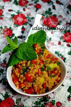 Bulgursalat, or bulgur salad, an oriental specialty, my version has some spicy twists in it. Check it out on my blog idimin.berlin in English and German. #cooking #bulgur #salad #healthy #vegan #vegetarian #vegetarisch #Sommer #summerdish #tasty #yummy #recipe #Rezept #oriental #orientalisch #Balkan #ajvar