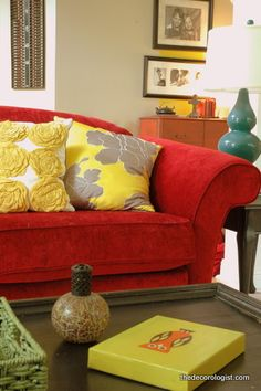 red couch + yellow pillows + turq lamp Maybe for the family room! Living Room Red, Living Room Sofa, Home And Living, Living Room Decor, Turquoise Home Decor, Red Home Decor, Turquoise Accents, Turquoise Lamp, Yellow Turquoise