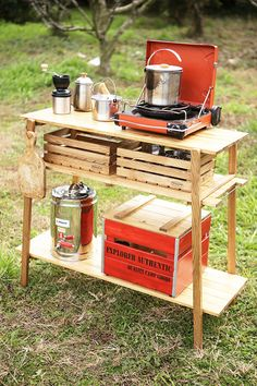 Camping Table - Great Camping Commences With Great Planning! Camping Table, Diy Camping, Camping Chairs, Family Camping, Camping Gear, Outdoor Camping, Nomadic Furniture, Chuck Box, Campaign Furniture