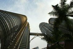 Najwyższe bliźniacze wieże na świecie - Petronas Twin Towers w Malezji