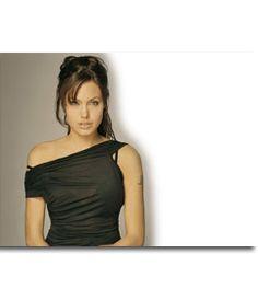 Pon una foto tras Angelina Jolie, con este #fotomontaje. La #actriz aparece con un #vestido negro. Puedes editar esta composición de forma que aparezcas tras ella. #celebrities #famosas #famosa #hollywood www.fotoefectos.com