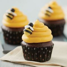 Fun for a birthday party or baby shower, these Sweet as a Bee Chocolate Cupcakes. - Fun for a birthday party or baby shower, these Sweet as a Bee Chocolate Cupcakes are sure to create - Cupcakes Au Cholocat, Cupcake Cakes, Themed Cupcakes, Beehive Cupcakes, Cupcakes With Fondant, Cupcakes Kids, Decorate Cupcakes, Spring Cupcakes, Party Cupcakes