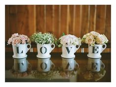 Wedding table decoration: flowers in mugs Our Wedding, Dream Wedding, Wedding Table, Letter Mugs, Gray Weddings, Pink Grey, Just In Case, Flower Arrangements, Flower Vases
