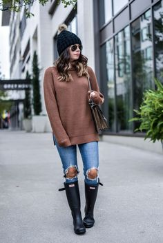 ripped jeans with hunter boots