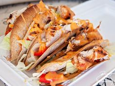 Thai Chili Chicken Tacos recipe - This healthy taco recipe was inspired by one of my favorite meals at Boston Pizza. It's an easy meal to throw together - perfect for summer and I love the thai chili mayo combo! Healthy Taco Recipes, Whole30 Dinner Recipes, Chicken Taco Recipes, Healthy Tacos, Quick Dinner Recipes, Chicken Tacos, Chicken Chili, Soup Recipes