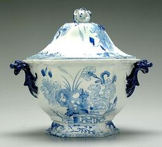 Mason's blue transfer tureen,tapered hexagonal form, cobalt foo dog handles, blossom finial, blue and white decoration in the Oriental taste, unmarked, probably Mason's, first quarter 19th century