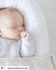 Tervetuloa hypistelemään Bebiboota Tampereen @lastenvaatekarnevaali in lokakuussa! . #Repost @lastenvaatekarnevaali (@get_repost)  Hei jos ajattelit jo kuulleesi mitä kaikkea Lastenvaatekarnevaalissa su 15.10. on mukana tässä yksi yllätys : ByPinja tuo myyntiin kotimaisia Bebiboo -unipesiä vauvalle! Pesä sopii pienille vauvoille oman sängyn lisäksi esim. päiväunipötköttelyyn perhepetiin tai mummolareissuille. Kuva: Bebiboo Finland . . . @jewellerybypinja @bebiboofinland #bebiboo…