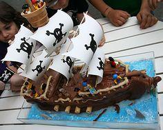 creare insieme con i + piccoli: Torta galeone dei pirati