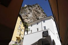 Hotel On The Rock - Arco ... Garda Lake, Lago di Garda, Gardasee, Lake Garda, Lac de Garde, Gardameer, Gardasøen, Jezioro Garda, Gardské Jezero, אגם גארדה, Озеро Гарда ... Welcome to On The Rock Arco, On The Rock is set 100 metres from the mediaeval Castle in Arco, and offers free Wi-Fi, air-conditioned rooms, and a bar. Hosting permanent exhibition by local artist Dimitri Mitija Alberti, it includes a wellness centre. All reachable with a lift, rooms and