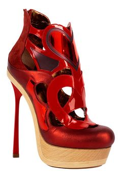 John Galliano ~   Can't imagine walking in these shoes today!!!
