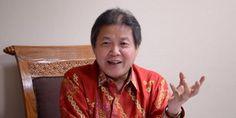 Politikus Partai Demokrasi Indonesia Perjuangan (PDIP) Hendrawan Supratikno menyebut sampai saat ini ada sejumlah pihak di belakang Gubernur DKI Jakarta Basuki Tjahaja Purnama atau Ahok.