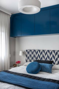 Its code name is Pantone Classic Blue and is responsible to provide calm, confidence and connection to each interior in Studio features. Pantone Azul, Pantone 2020, Pantone Color, Bedroom Turquoise, Blue Bedroom Decor, Home Bedroom, Home Office, Living Colors, Bleu Cobalt