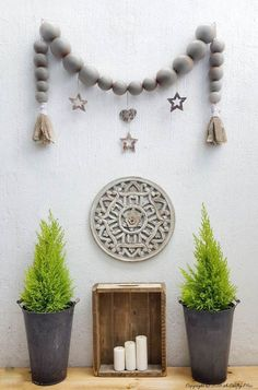 Oversized bead garland wall decor ideas for the house Yarn Wall Hanging, Hanging Tapestry, Wall Hangings, Rustic Walls, Rustic Wall Decor, Plain Cushions, Big Wall Art, Wooden Wall Panels, Pottery Barn Inspired
