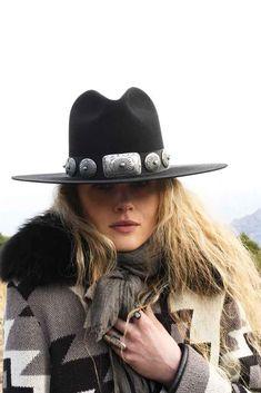Women Hat Fashion Cap White Sox Hat Snapback Grateful Dead Snapback Mesh Hats Flat Cap With Ear Flaps Vintage Style Hats Felt Cowboy Hats, Cowgirl Hats, Cowgirl Style, Cowgirl Chic, Sombrero Cowboy, Look Fashion, Womens Fashion, Fashion Hats, Fashion Sandals