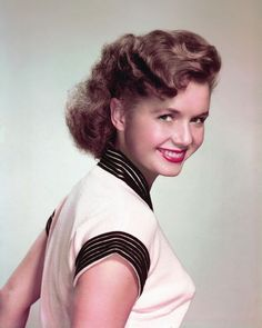 Debbie Reynolds Vintage Hollywood, Hollywood Glamour, Hollywood Stars, Hollywood Actresses, Classic Hollywood, Debbie Reynolds Carrie Fisher, Divas, The Unsinkable Molly Brown, Stars D'hollywood