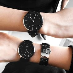 Daniel Wellington man and women watches in black. Elegant Watches, Stylish Watches, Cool Watches, Watches For Men, Daniel Wellington Men, Breitling, Sheffield, Black Face Watch, Couple Watch