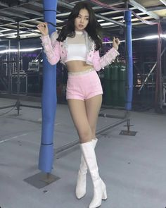 Jennie is rocking this look ✨🔥 Blackpink Outfits, Stage Outfits, Kpop Girl Groups, Korean Girl Groups, Kpop Girls, Blackpink Jennie, Blackpink Fashion, Korean Fashion, Kim Jisoo