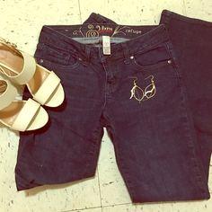 Refuge Vixen Curvy Boot Jean. Mid waist boot cut jean. Thick jean material with medium stretch. Regular length. refuge Jeans Boot Cut