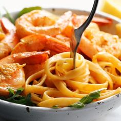 Red Pepper Fettuccine with Shrimp! - quick, pan-fried shrimp, creamy noodles, and red pepper / garlic / butter / lemon-ish sauce vibes. Perfect quick and easy dinner! I'm skipping the shrimp Sub vegan options Pan Seared Salmon with Sun-Dried Tomato Crea Fish Recipes, Seafood Recipes, Dinner Recipes, Cooking Recipes, Healthy Recipes, Recipes With Shrimp, Pasta Recipes Video, Sauce Recipes, Dinner Ideas