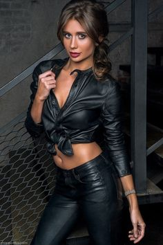 Noir Désir — kinginleather: I think someone needs a bit. Leather And Lace, Leather Pants, Look Fashion, Womens Fashion, Leder Outfits, Plus Size Bikini, Leather Dresses, Latex Fashion, Sexy Outfits