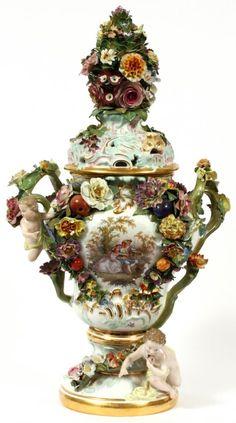 Porcelain In China Dresden Porcelain, Fine Porcelain, Porcelain Ceramics, Ceramic Bowls, Ceramic Art, Delft, Vases, Art Decor, Decoration