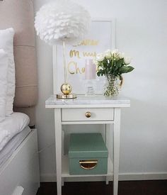 Hemnes night table with brass knob and marble top . Hemnes night table with brass knob and marble Decor, Bedroom Makeover, Bedside Table Decor, Home Decor, Room Inspiration, Marble Bedroom, Bedroom Decor, Bedroom Night Stands, Nightstand Decor