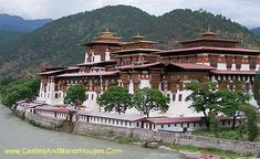 The Punakha Dzong or Pungtang Dechen Photrang Dzong [the palace of bliss], Punakha, Bhutan - www.castlesandmanorhouses.com