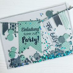 Jetzt sind sie fertig – die Konfetti-Schüttel-Einladungen (okeeee, hier eine mi… Now they are done – the confetti shake invitations (okeeee, here one with a little too much glitter (you know, more is better 😂). Diy Birthday Invitations, Wedding Invitation Samples, Birthday Cards, Handmade Invitations, Invitation Ideas, Diy Envelope, Presents For Kids, Housewarming Party, Wedding Humor